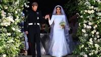 Gaun tersebut dibilang mirip dengan yang dikenakan oleh Meghan Markle saat menikah dengan Pangeran Harry pada Sabtu (19/5) lalu. Foto: Ben Stansall/Getty Images