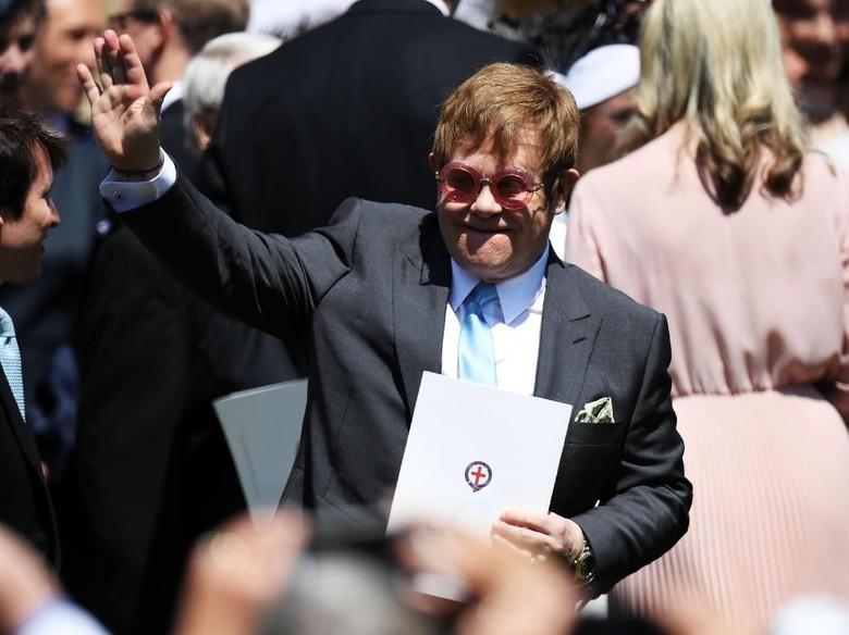 Elton John Dibayar Nyaris Rp 100 M untuk Bintangi Iklan Natal