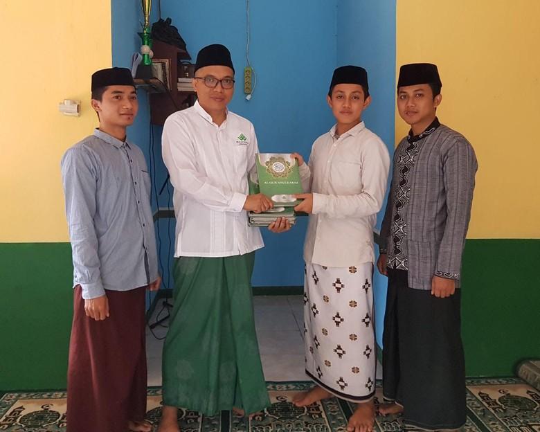 Ramadan, Fraksi PPP Wakafkan 80 Ribu Alquran ke Masjid
