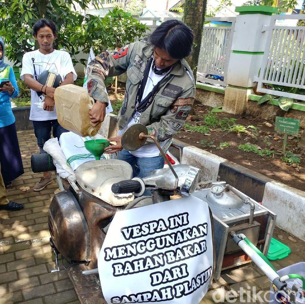 Ide Keren Tukang Sablon Ubah Sampah Plastik Jadi Bensin Skuter