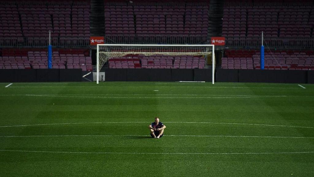 Emosionalnya Iniesta Saat Pamit dari Barcelona