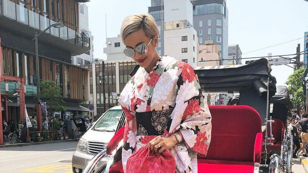 Foto: Gaya Liburan Model Kimmy Jayanti di Jepang