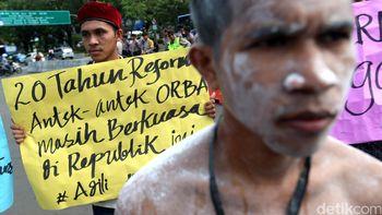 Aksi Peringatan 20 Tahun Reformasi di Depan Istana