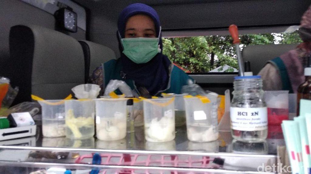 Cek Takjil di Pusdai Bandung, BBPOM Dapati Makanan Berformalin