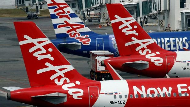 FILE PHOTO: AirAsia planes sit on the tarmac at Kuala Lumpur International Airport, Malaysia August 28, 2016. REUTERS/Edgar Su