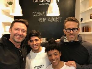 Wah! Ryan Reynolds Ditunjuk Jadi Barista di Kafe Milik Hugh Jackman