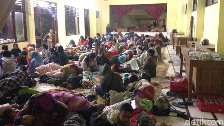 388 Warga Sleman Mengungsi Akibat Erupsi Freatik Merapi