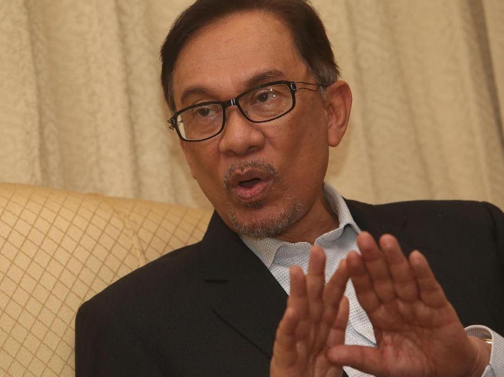 Pulang dari Turki, Anwar Ibrahim Dilarikan ke Rumah Sakit