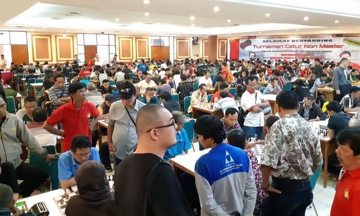 Ratusan orang mengikuti acara yang di gelar di kawasan Pejompongan, Jakarta Pusat, Minggu (13/5). Foto: dok.Alan