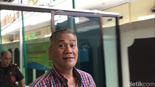 Sidang Ditunda, Para Sahabat Beri Dukungan untuk Tio Pakusadewo