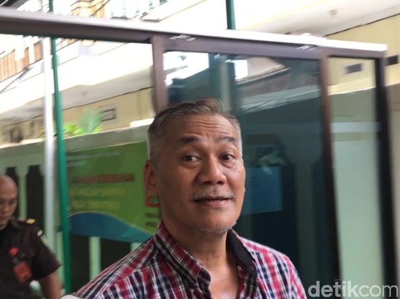 Kata Anak soal Tuntutan Tio Pakusadewo, Enggan Bandingi Jennifer Dunn
