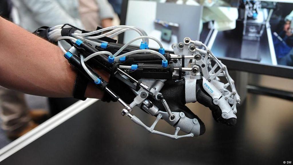 Teknik Robotik Eksoskeleton Bantu Penderita Lumpuh Berjalan Lagi