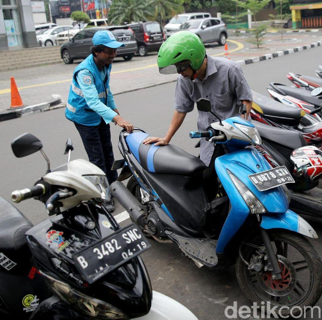 Transaksi Parkir Online di Taman Barito