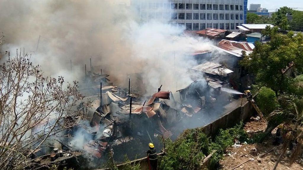 Foto: Kebakaran di Pemukiman Padat di Cebu Filipina