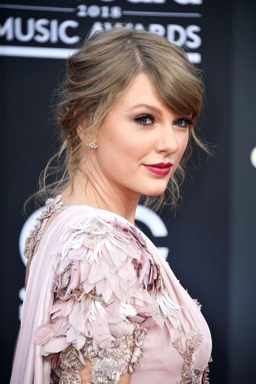 Taylor Swift saat menghadiri acara Billboard Music Awards 2018 di Las Vegas, AS pada Minggu (20/5) waktu setempat. Frazer Harrison/Getty Images