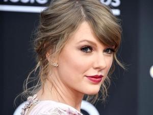Taylor Swift Beri Penghormatan Terakhir untuk Aretha Franklin di Konsernya