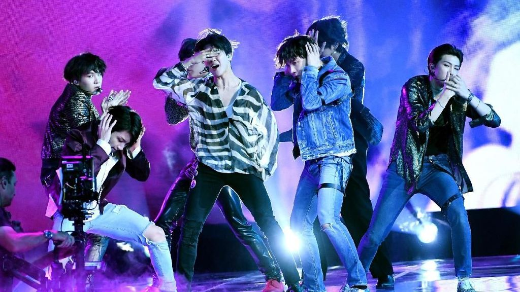 BTS Bikin Histeris Billboard Music Awards 2018 dengan Fake Love