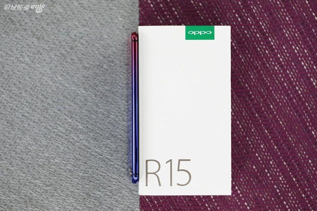 Inilah Oppo R15 Nebula Special Edition. Foto: Sina Mobile