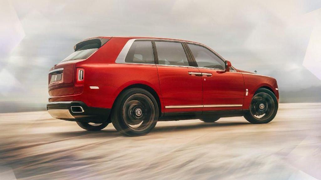 Rolls-Royce Klaim SUV Cullinan Beda dengan Lamborghini Urus
