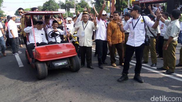 Ke Debat Publik, Cabup Karanganyar Naik Mobil Golf dan Traktor