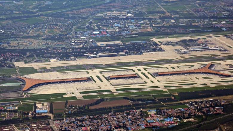 Benarkah Fans K-pop Sering Bikin Delay Pesawat di China?