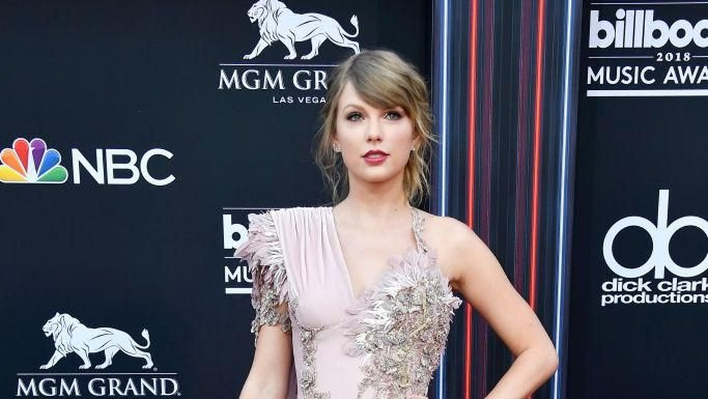 Intip Gaya Busana Selebriti di Billboard Music Awards 2018