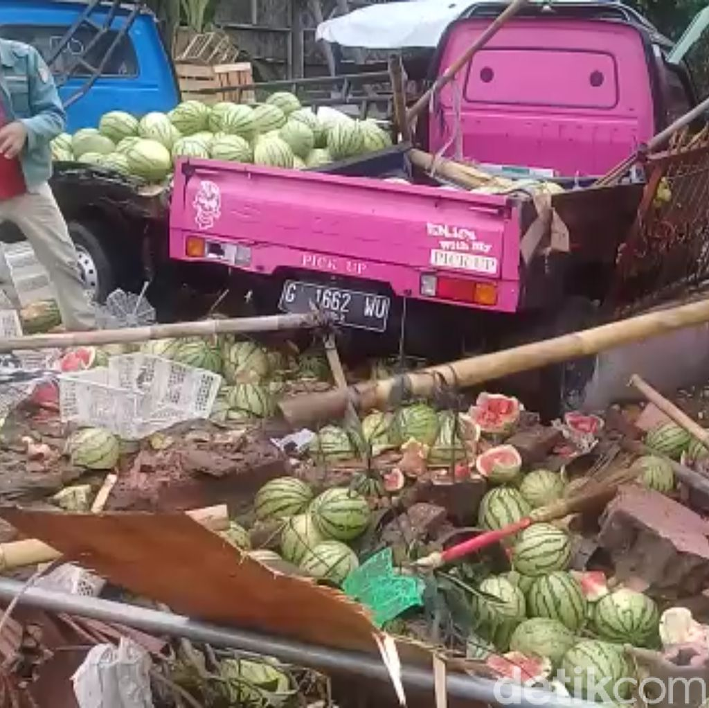 Rumah Rusak Ditabrak Truk di Brebes, Pemilik Tuntut Ganti Rugi