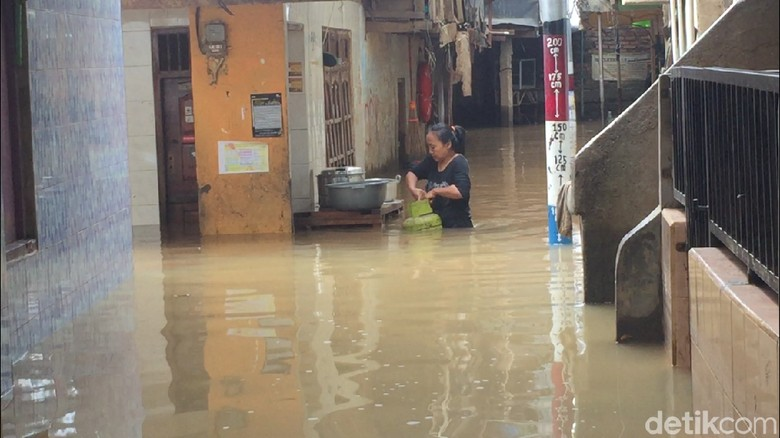 Kampung Melayu Masih Banjir, Tinggi Air 50 Cm