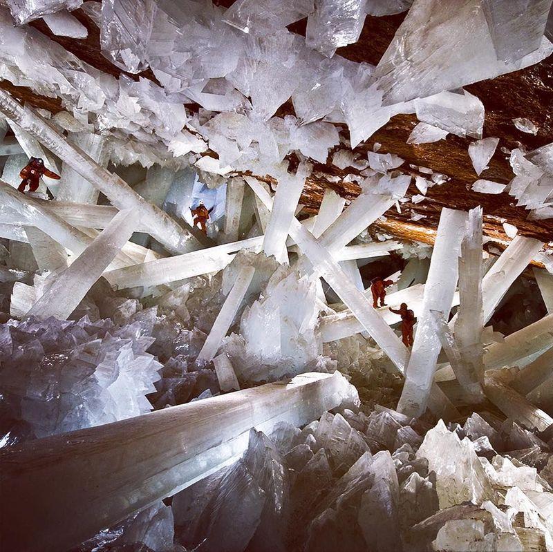 Gua ini bernama Giant Crystals Cave atau Gua Kristal Raksasa. (viajaconivo/Instagram)