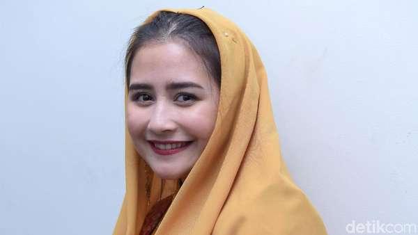 Pesona Prilly Latuconsina saat Mengenakan Baju Adat Aceh