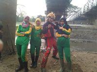Heboh 'Naruto' Ikut Warga Bersih-bersih Bengawan Solo