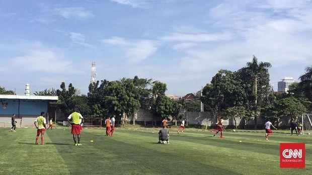 Persipura menggelar latihan ringan pada pagi hari untuk memulihkan kondisi pemainnya.