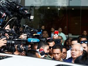 5 Jam Ditanyai Komisi Antikorupsi, Najib Keluar Berwajah Lelah