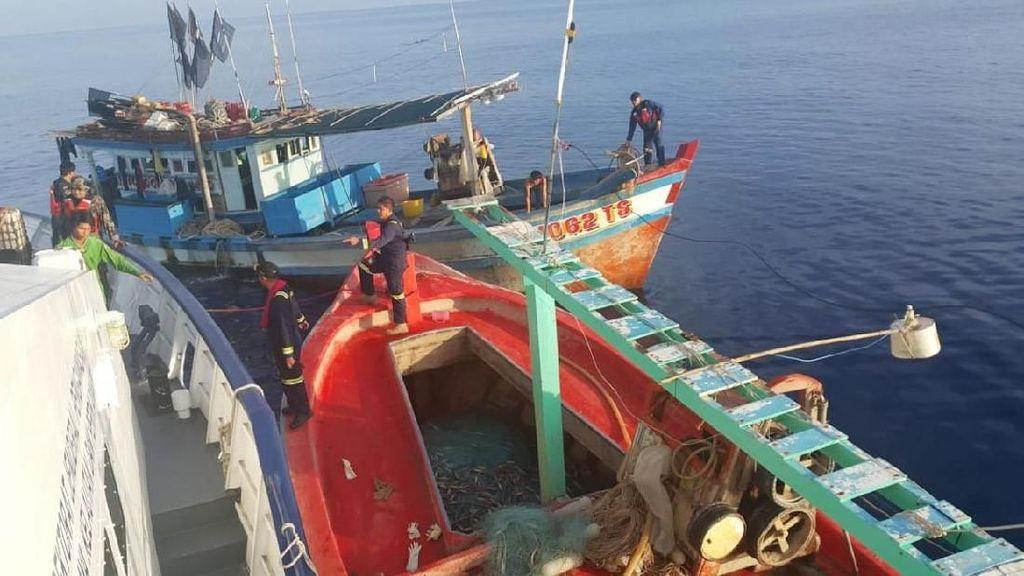 Operasi Bakamla Tangkap Dua Kapal Vietnam