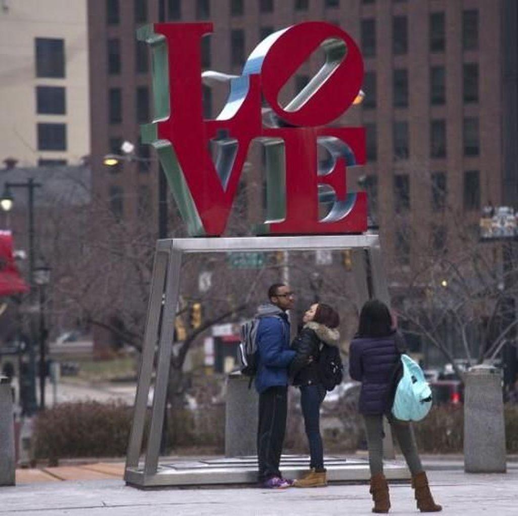 Kisruh Gugatan Patung Ikonik LOVE Makin Memanas