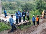 Gotong Royong, Bupati Maros Pimpin Penyelesaian Jembatan Mangkrak