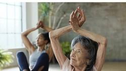 Siapa yang menyangka kalau nenek berusia 99 tahun, Tao Porchon Lynch, adalah seorang master yoga! Lihat saja kelenturannya, bikin anak muda minder nih.