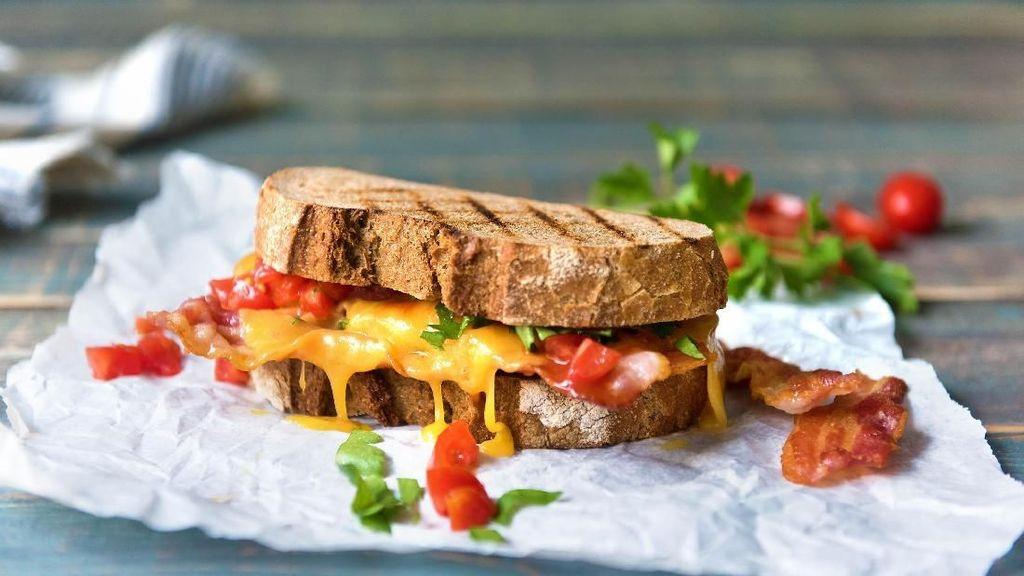 Wanita Ini Klaim Temukan Silet Dalam Sandwich Untuk Dapatkan Uang dari Restoran