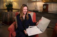 Desainer Givenchy Claire Waight Keller menunjukkan sketsa desain gaun pengantin Meghan Markle.