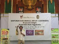Irwan Hidayat saat memberikan sambutan di kegiatan santunan Sido Muncul untuk 1.000 dhuafa di Yogyakarta / dok. detikcom