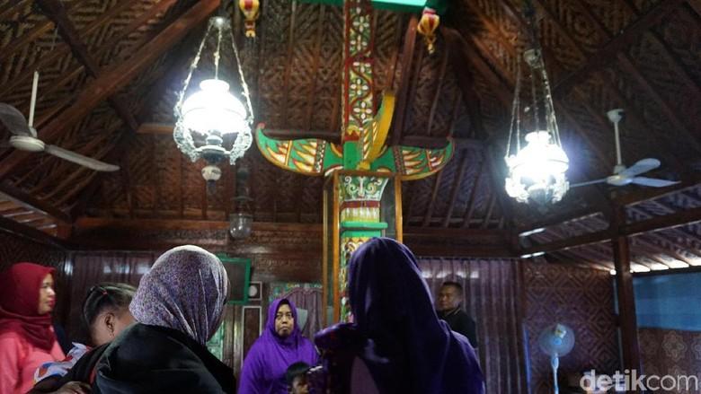 Berkunjung ke Masjid Saka Tunggal Banyumas yang Penuh Filosofi