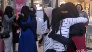 Sosial Eksperimen Peluk Wanita Bercadar di Sukabumi Bikin Haru