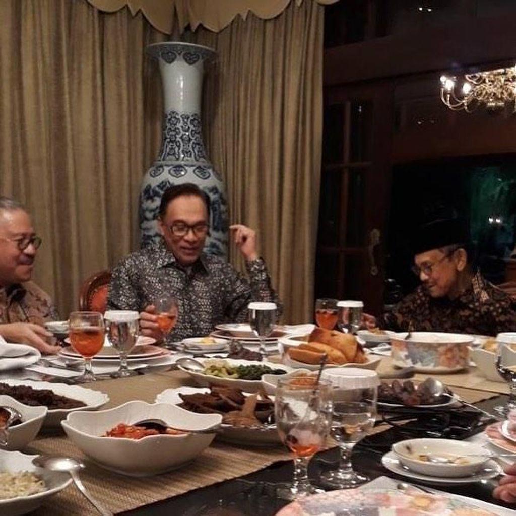 Intip Momen Makan Anwar Ibrahim, Politisi Malaysia Sahabat BJ Habibie