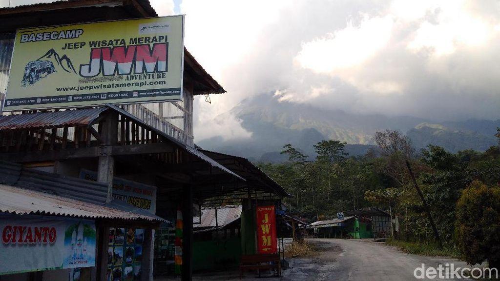 Hujan Abu Erupsi Merapi di Desa Keningar Magelang Disertai Pasir