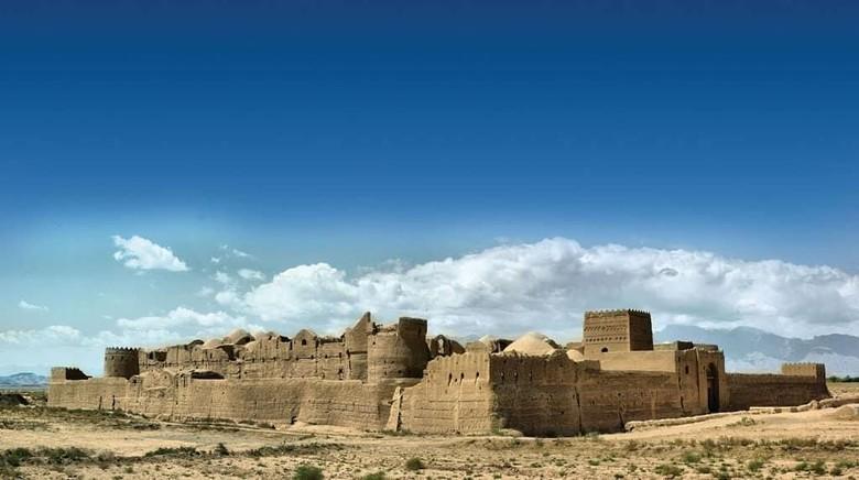 Foto: Sar Yazd Castle, bank kuno pertama di dunia (yazd.bama/Instagram)