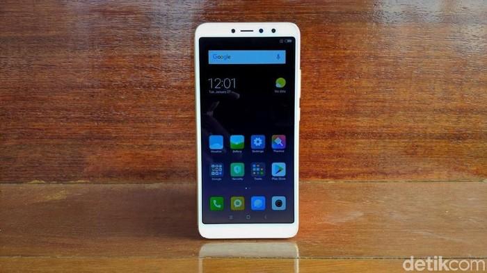 Xiaomi Redmi S2, ponsel yang sempat dicap gaib setelah dijual perdana lewat flash sale. Foto: Adi Fida Rahman/detikINET