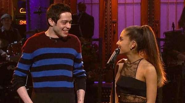 Sudah Tinggal Bareng, Ariana Grande dan Pete Davidson Kok Putus?