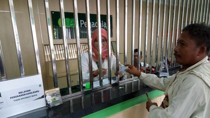 Penukaran uang pecahan di Pegadaian/Foto: Bayu Ardi Isnanto
