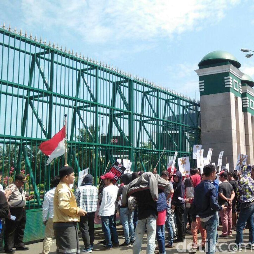 Ada Demo RUU Antiterorisme di Depan DPR, Lalin Lancar