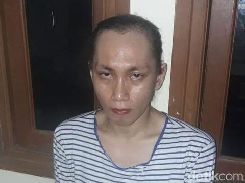 Wajah Iqbal Rizki setelah jilbab dilepas